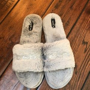 NWOT faux fur Bebe slide slippers